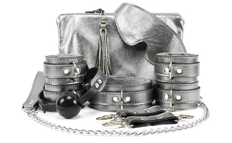 Is Leather Bondage Important To Keep It Hot?
